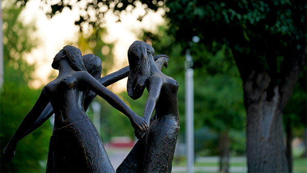 The three graces statue on the Fresno State campus.